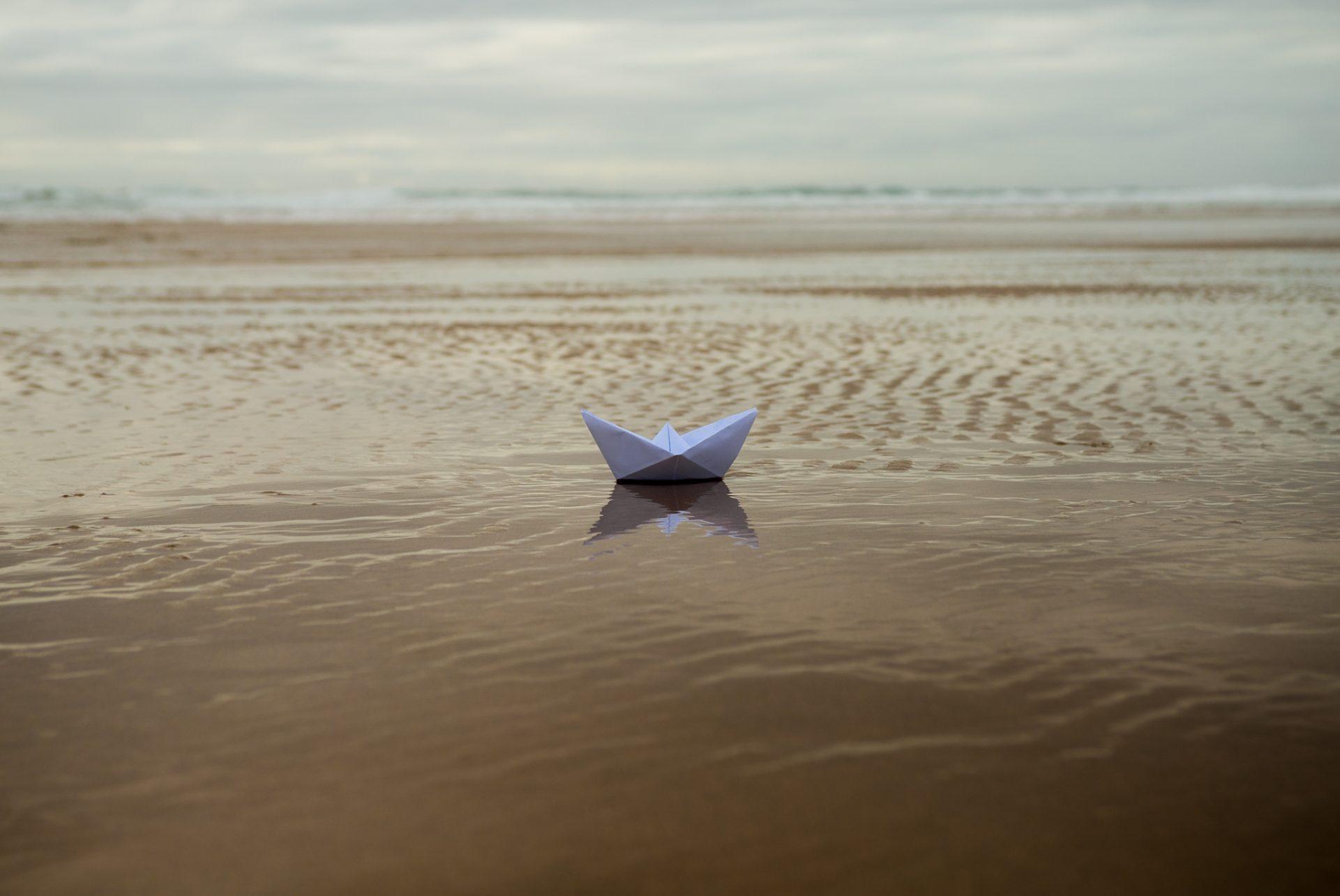"""""""Barco de Papel"""" é o novo single de Reflect. O instrumental é da autoria de Dezman e o vídeo, gravado na Costa Vicentina, é realizado pelo próprio artista."""